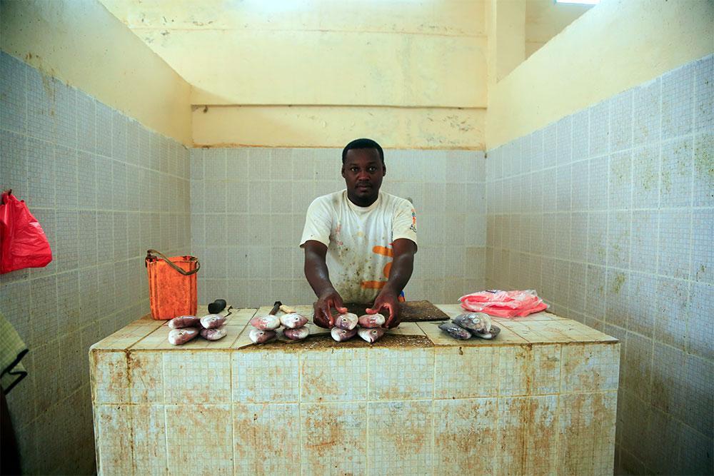 A Mahri fisherman preparing to sell his catch