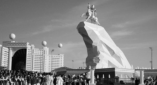 10 лет без Туркменбаши. Как изменилась Туркмения за годы без диктатора