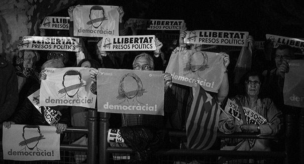 Уклонение от политики. Почему не заканчивается каталонский кризис