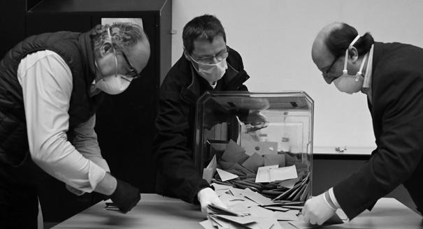 Голосование во время чумы. Почему Макрон не отказался от выборов сразу