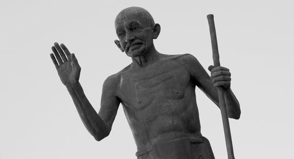 Сто лет борьбе Ганди: как Запад создал символ Индии