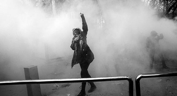 Санкции и надежды. Что привело к массовым протестам в Иране