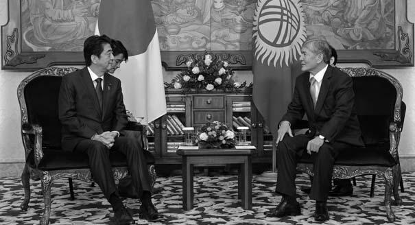 Зачем премьер Японии объехал всю Центральную Азию