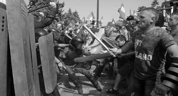 Turmoil in Kiev: Ukrainian Society and Decentralization