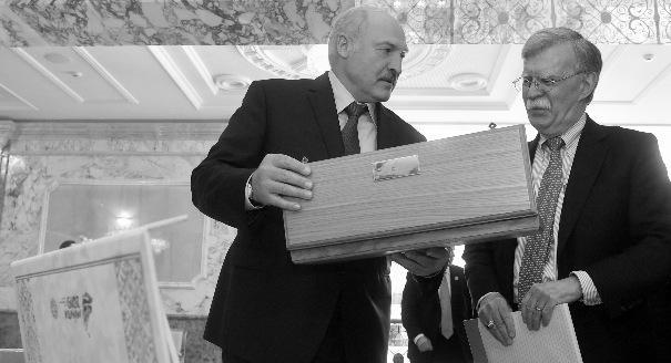 Подарок к юбилею. Зачем Болтон приезжал к Лукашенко
