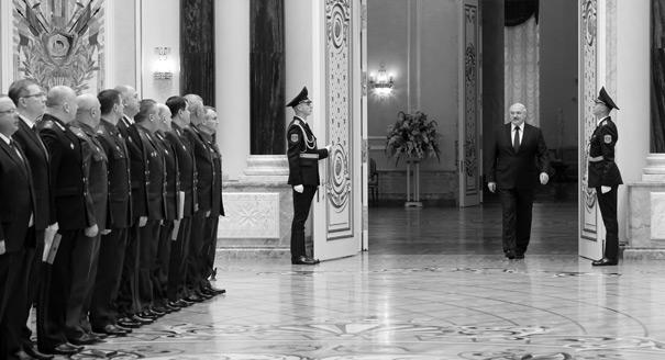 Лукашенко и мундиры. Как силовики трансформируют белорусский режим