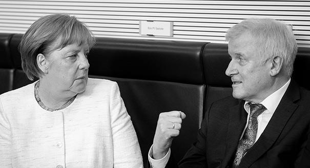Правая колонна. Почему Меркель приходится уступать собственным министрам