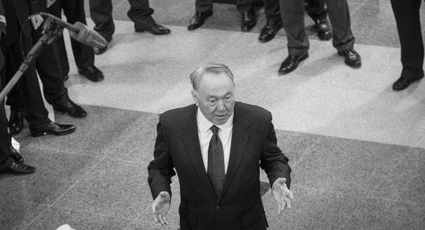 Почему Казахстан обрушил тенге