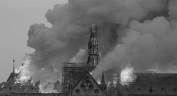 Единение в бессилии. Чем стал для Франции сгоревший Нотр-Дам