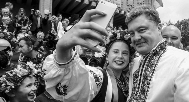 Пустыня справа. Как Порошенко удалось стать главным патриотом Украины?