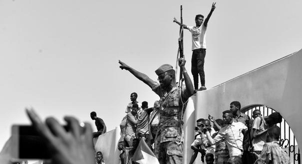 Двойной переворот в юбилей переворота. Кто выиграл от смены власти в Судане