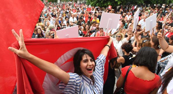 تونس: الله أم الإنسان؟