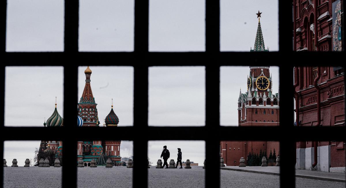 Вирус играет на стороне Собянина. И идет во вред Путину и Мишустину