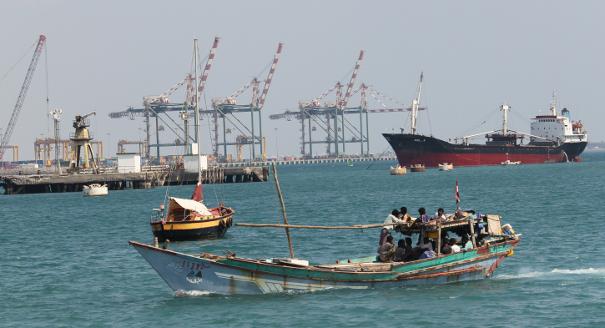 ميناء عدن في العاصفة